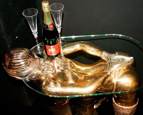 Sadista lifesize table